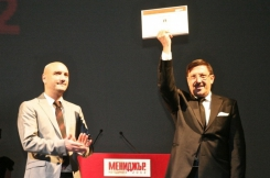 Maxim Behar received the Manager of the Year prize of the viewers of bTV from weather man Emil Cholakov (left), one of bTV's most popular faces.